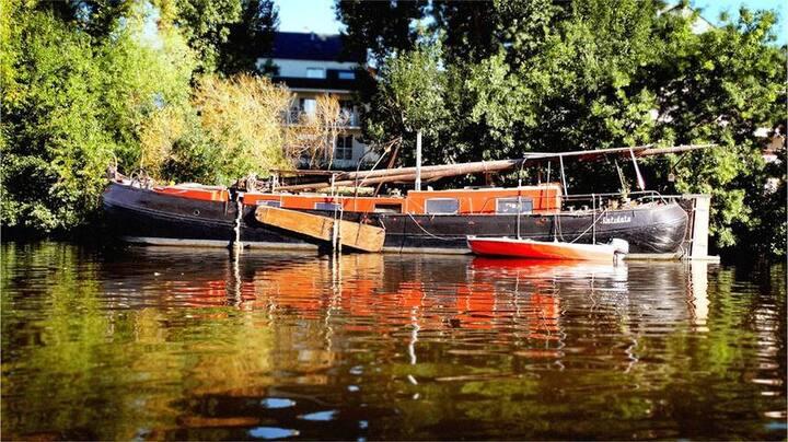 Charmante péniche/bateau en plein coeur de Nantes