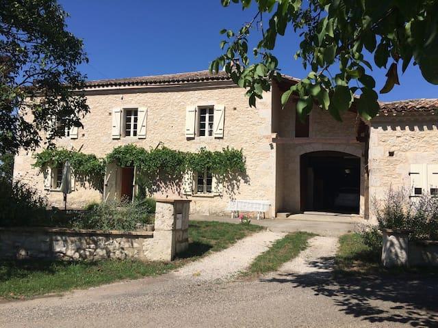 Magnifique maison avec piscine - Pessoulens - Huis