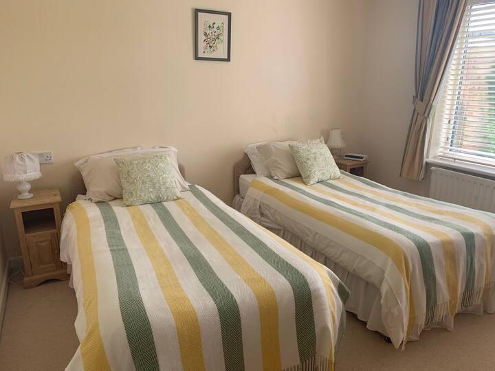 En-suite Twin Room, Little Deans