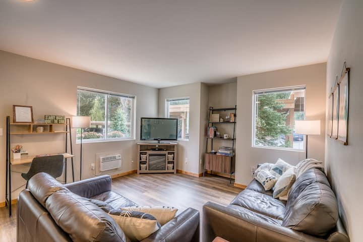 Stay at Two Pines, a modern condo in Leavenworth