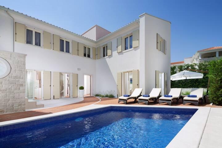 Modern Villa Sylvia, in Istria, with a Pool
