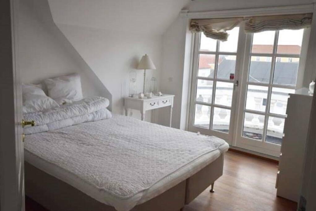 The master bedroom has a very nice balcony