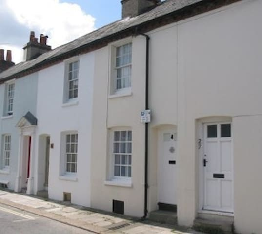 City centre period cottage - Chichester - House
