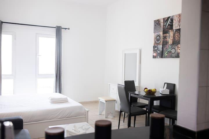 Luxury Furnished Studio Apartment @DG (12)