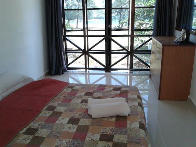 Kalong Bay Homestay - Villa 3 (Room 8)