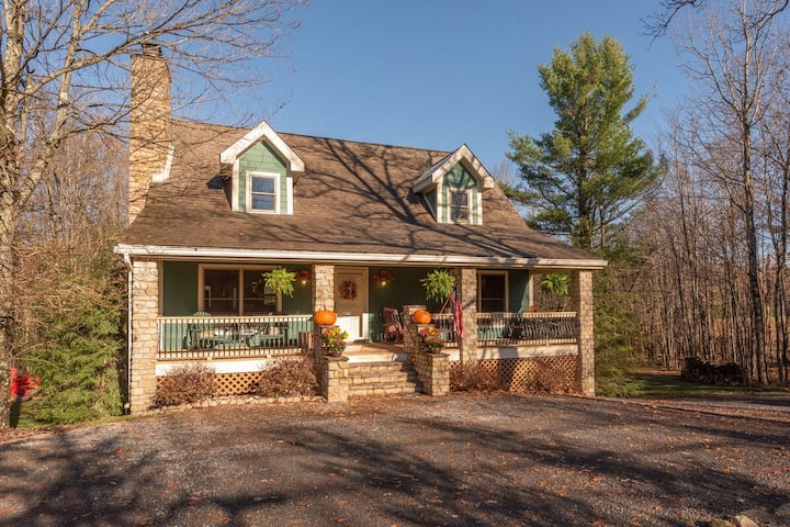 NEW! Lake Area Home w/ wood fireplace, A/C, game table and fire pit!