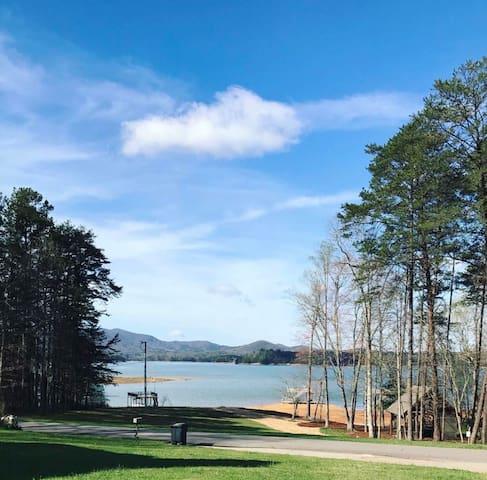 Lake life in Blue Ridge - Morganton - Guest suite