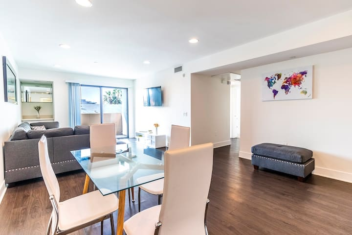 Beautiful 3BR apartment in Hollywood!