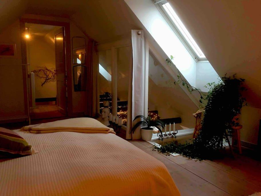 Det här är sovrummet ni kommer att bo i.