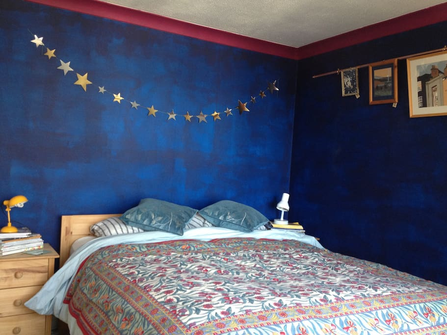 King sized room, freshly decorated in 2016, comfy mattress, down duvet in colder months, harbour views. Can be split up to make a twin room.