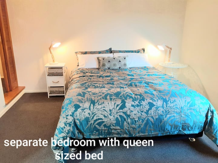 Vale Road Apartment - so close to the town basin!
