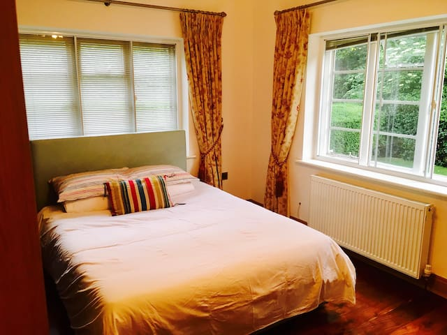 Only £40 - Comfortable Very Clean KingSize Bedroom