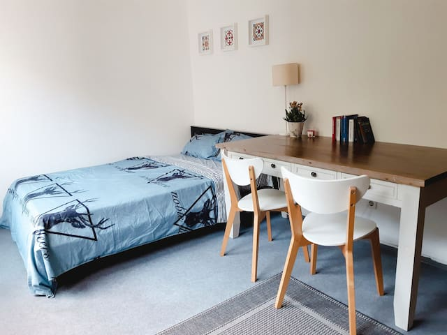 Lovely,cozy room in fun area- centre East Berlin