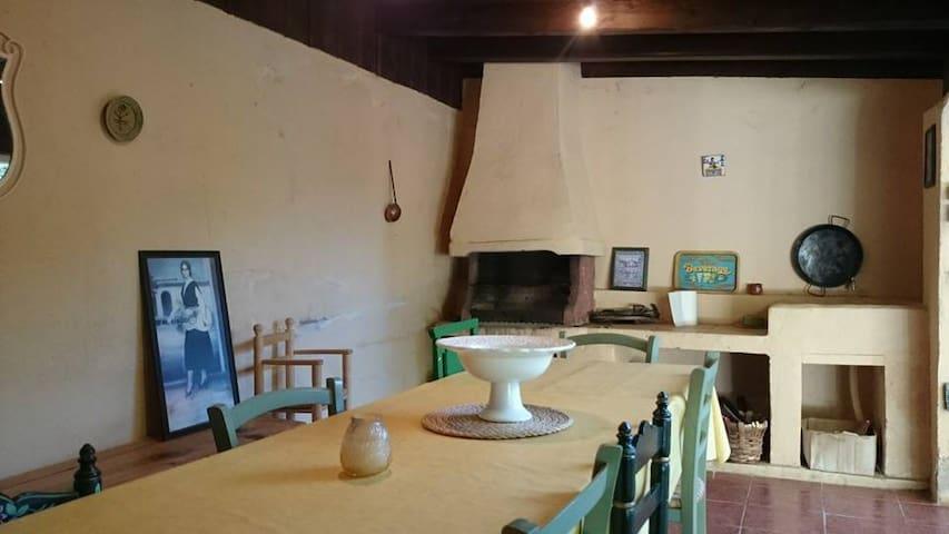 La Deleitosa - Torrecaballeros - Dům