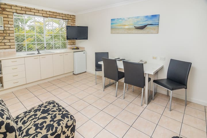 2 Bedroom Unit - Caboolture - Annat