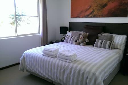 Welcome Home Family Villa near Freo - Palmyra