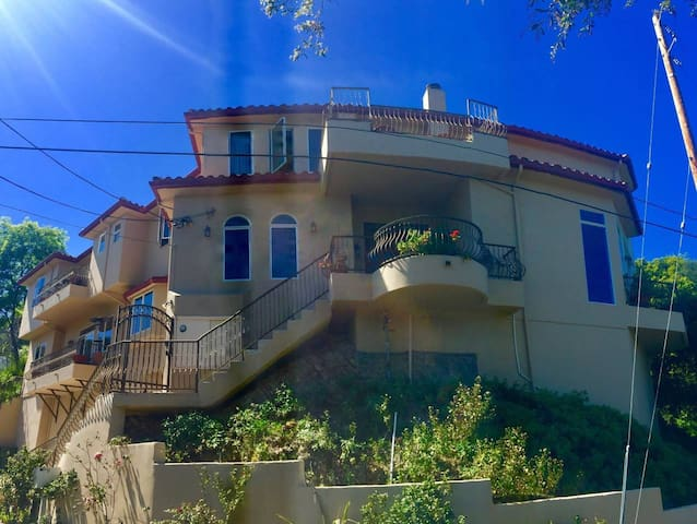 HILLS of Studio City, Heart of Los Angeles!Blue Rm