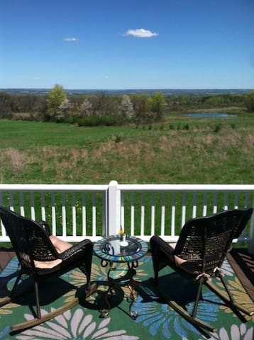 Home with a View - Trumansburg - Hus