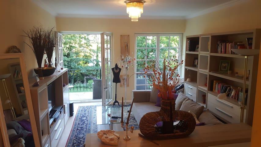 Studio in der oberen Etage mit Balkon