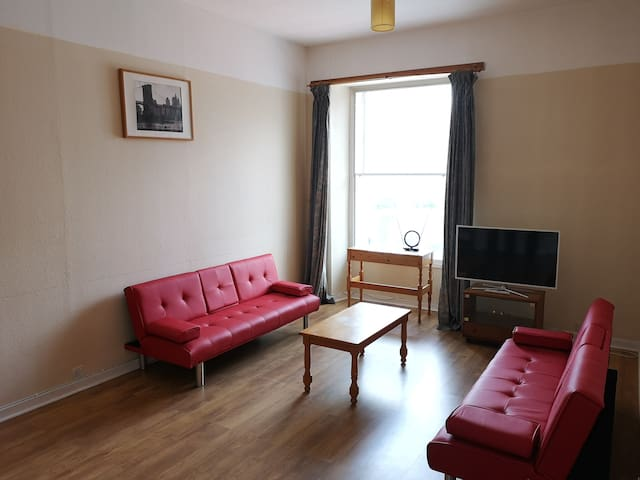 Spacious 2 Bedroom City Centre Apartment