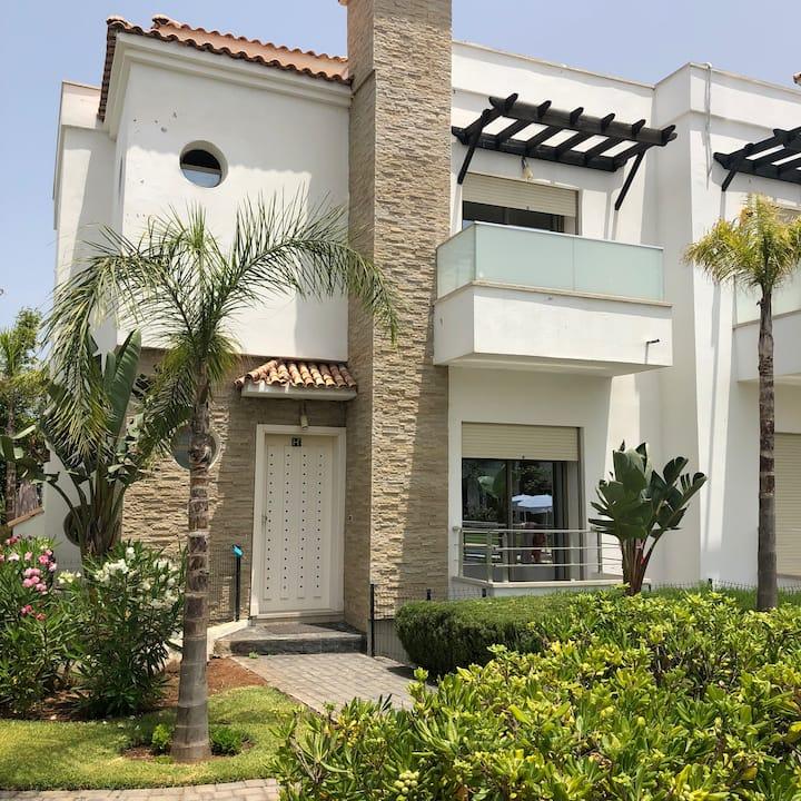 Villa Triplex dans résidence à Skhirate 2 piscine