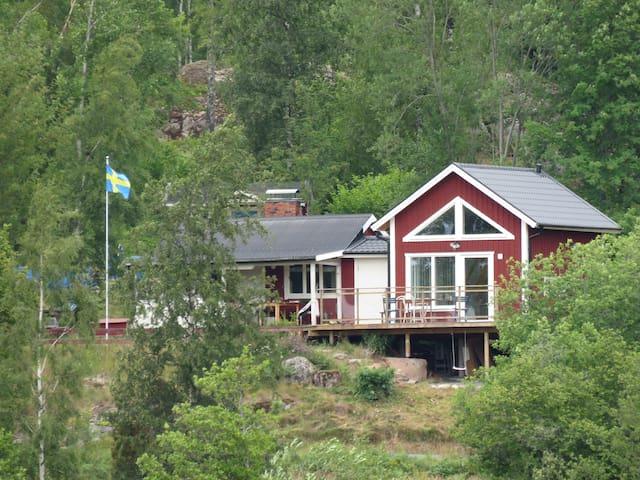 """""""Solhem"""" , 2 mil söder om Tranås, 55 kvm."""