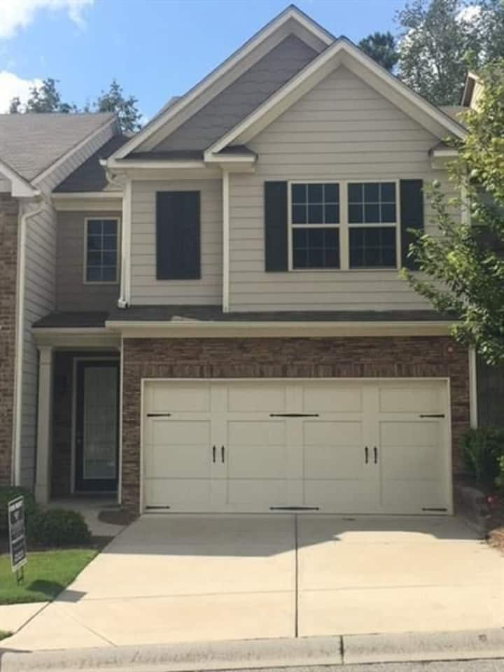 3BR Luxe 2.5Bath New Townhouse i85 Jimmy Carter