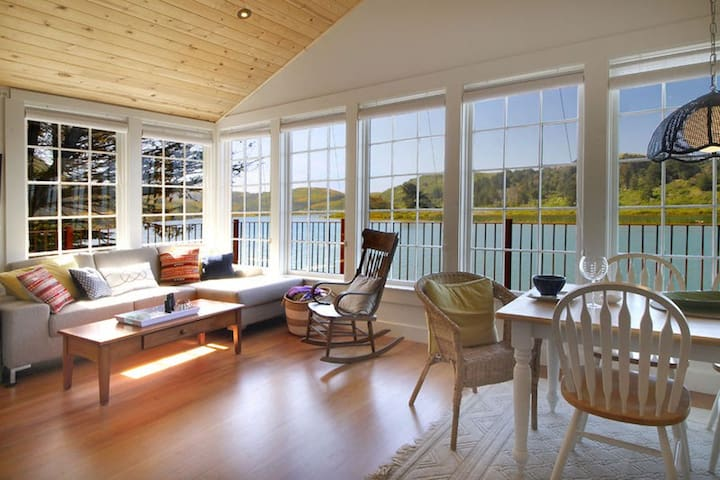 Erinleigh by the Sea Living & Dining