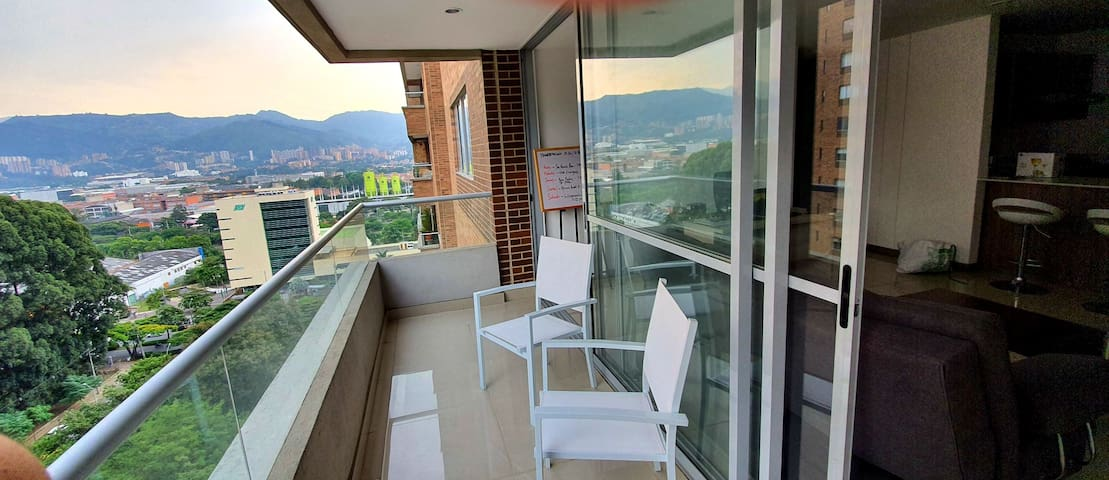 Room In Nice Apartment - Exclusivo Sector Poblado