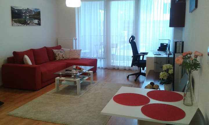 Cosy & modern apt, close to the airport.