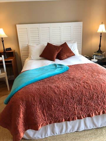 Queen bed with down-alternative duvet and mattress encasement