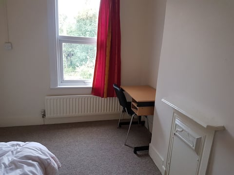 Centrally located in Oxford (Not in city centre)