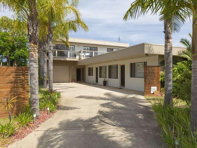 Broulee Beach Getaway - Broulee - House