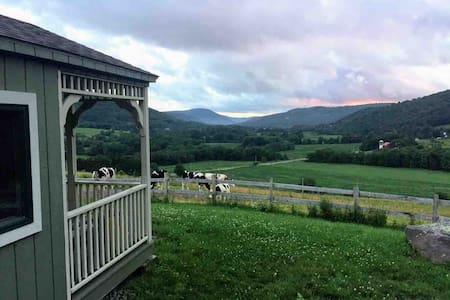 Valley View Cabin- On Operating Dairy Farm