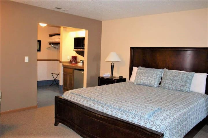 Country Suite #02 Motel Room/Kansas City, MO Area