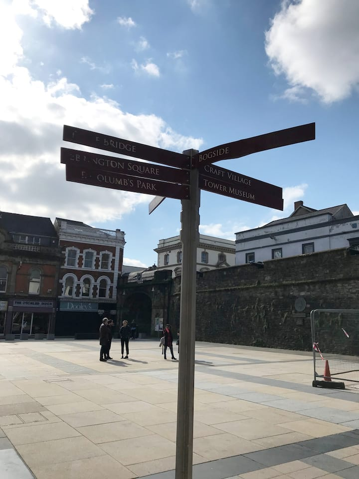 Meeting Point - Shipquay Place