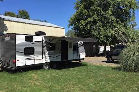 Country Glamping, Horses and Wine - Junction City - Trailer
