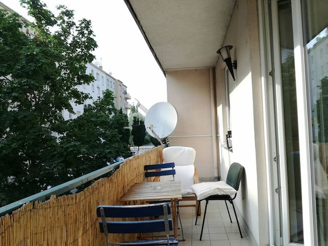 Room/flat with balcony near Donaukanal and centre