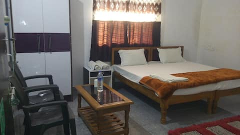 Happy Home Stay (A/C ROOMS)
