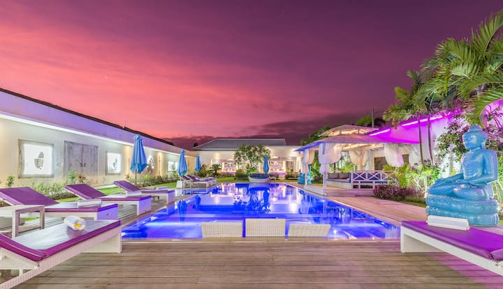 GORGEOUS HUGE VILLA AND PRIVATE POOL PARADISE