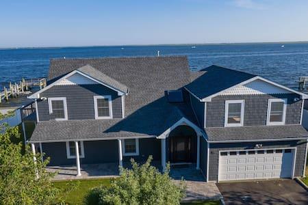New listing! Bayfront house w/incredible beach views, free WiFi - near the beach