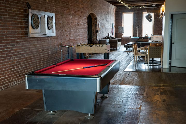 Downtown STL Large Group Stay, Events & Gameroom
