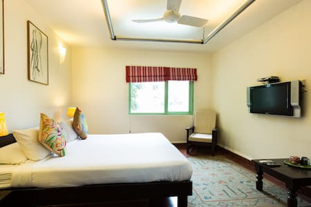 Nizamuddin Exotic Home Stay- Room 111 - Bed & Breakfast