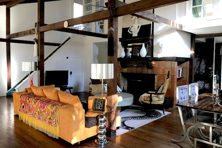 COSY DESIGNER LODGE CLOSE TO WOODSTOCK AND SKIING