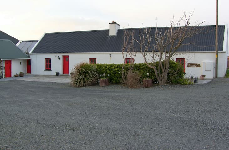 Bromore Cottage at Bromore Cliffs on Wild Atlantic - Kerry