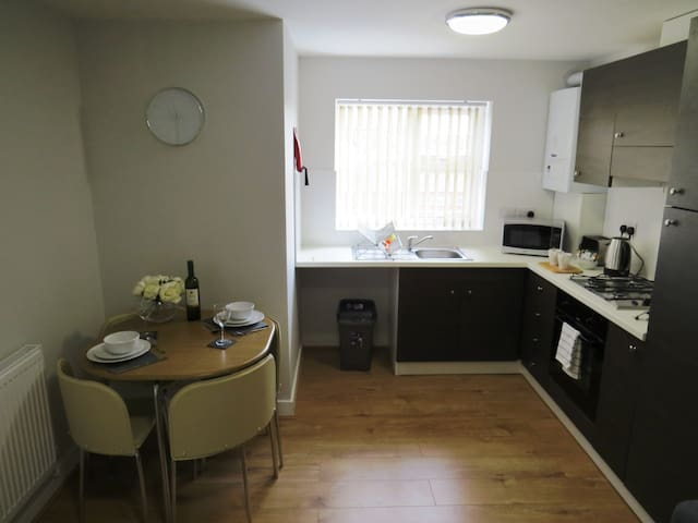 Light and airy top floor apartment in central Loughborough