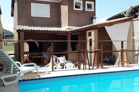Casa com piscina guaruja