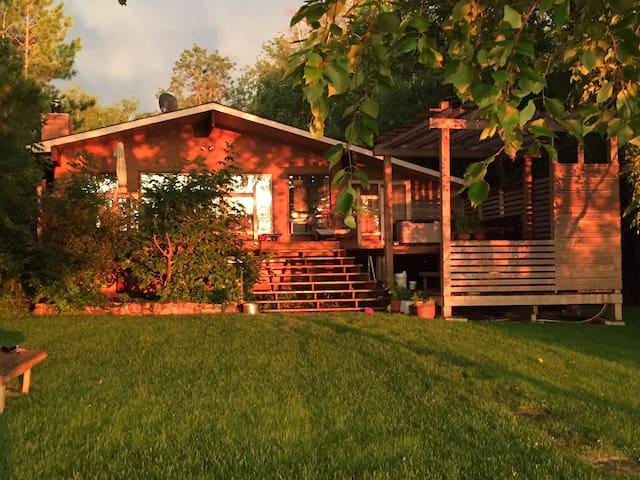 Lake front cottage paradise!