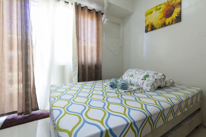 1BR CONDO near airports with WiFi, cable N NETFLIX
