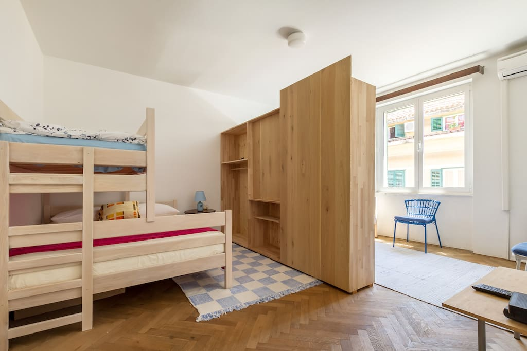 Main sleeping room with TV